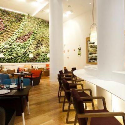El jardín vertical del restaurante Cheese Bar